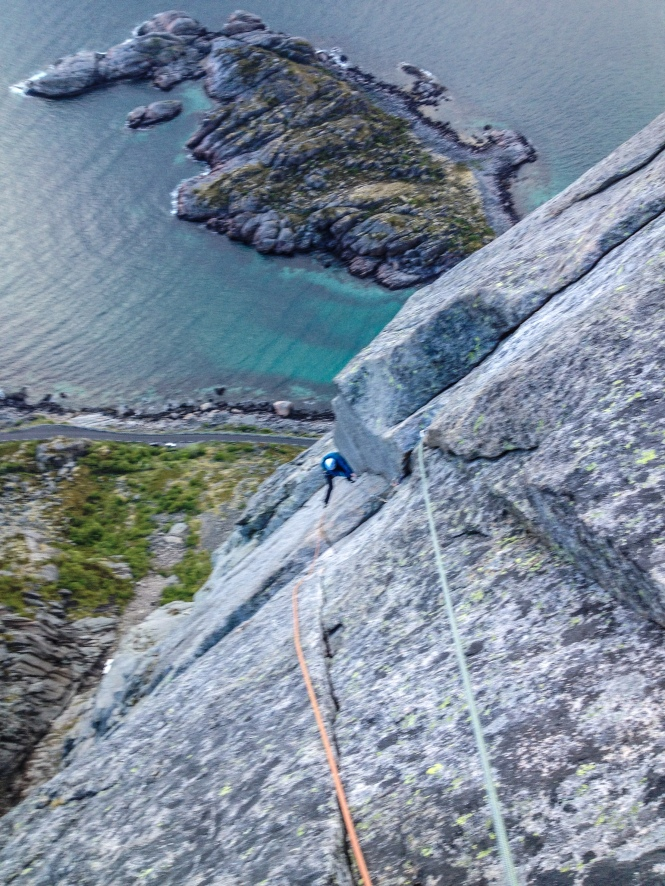 Tom on the superb slanting groove pitch on Vestpillaren